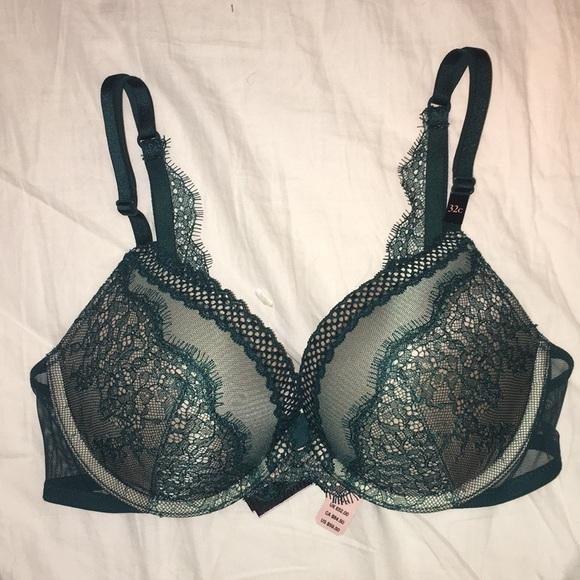 329e4faf1a2d0 NWT Victoria secret very sexy push up bra size 32C